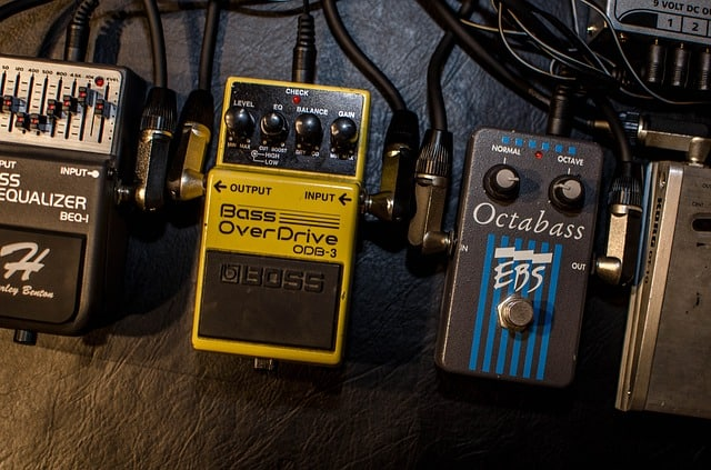 At least three stompboxes that we can use on bass guitars